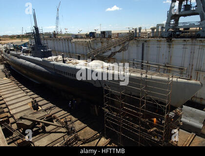 041005-N-3019M-001 Pearl Harbor, Hawaii (Oct. 5, 2004) - Marisco Ltd. workers repair the aging hull of the decommissioned - Stock Photo
