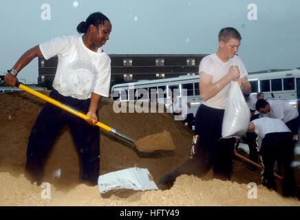 070823-N-0606B-003 GURNEE, Ill. (Aug. 23, 2007) - Seaman Kayla Days and Seaman Alex Mills, students at Naval Hospital - Stock Photo