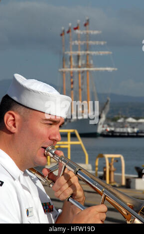 071004-N-0879R-011 PEARL HARBOR, Hawaii (Oct. 4, 2007) - A Sailor from U.S. Pacific Fleet Band plays as Chilean - Stock Photo