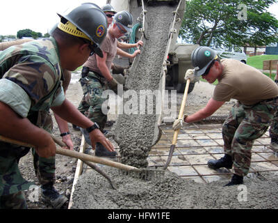 071011-N-5914J-015 GUANTANAMO BAY, Cuba (Oct. 11, 2007) - Seabees assigned to the ÒFighting FortyÓ of Naval Mobile - Stock Photo