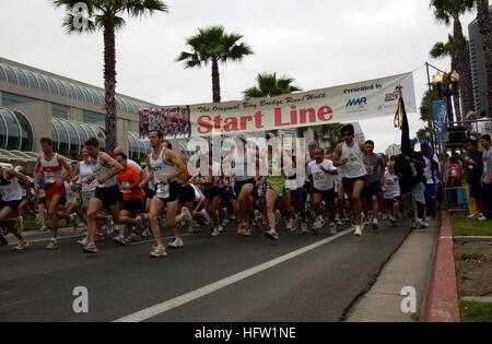 060521-N-0373Q-001 San Diego (May 21, 2006) - During the 'Original' 20th Annual Bay Bridge Run/Walk, five thousand - Stock Photo