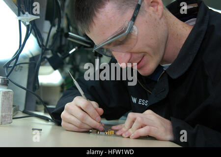 071022-N-2757S-003 PHILIPPINE SEA (Oct. 22, 2007) - Aviation Electronics Technician 2nd Class Brian Van Essen removes - Stock Photo