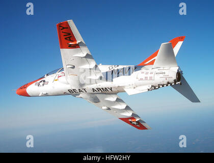 071107-N-6603A-001  MERIDIAN, Miss. (Nov. 11, 2007) - A T-45C Goshawk breaks away from a formation to reveal an - Stock Photo