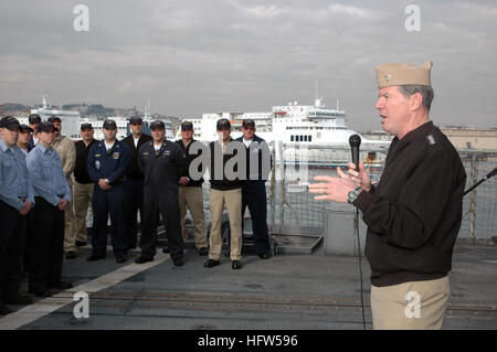 080109-N-1655H-005 NAPLES, Italy (Jan. 9, 2008) Adm. Mark Fitzgerald, Commander, Naval Forces Europe addresses the - Stock Photo