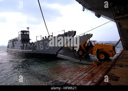 080124-N-0807W-141 Sasebo, Japan (Jan. 24, 2008) A forklift from the amphibious assault ship USS Essex (LHD 2) unloads - Stock Photo