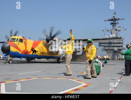 100611-N-6509M-926 ATLANTIC OCEAN (June 11, 2010) Shooters prepare a C-2A Greyhound assigned to Fleet Logistics - Stock Photo