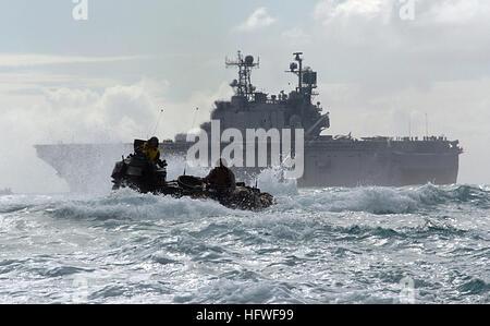 050627-N-9866B-012 Pacific Ocean (June 27, 2005) Ð A U.S. Marine Corps amphibious assault vehicle (AAV), assigned - Stock Photo
