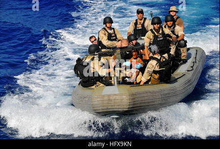 090524-N-4774B-063 GULF OF ADEN (May 24, 2009) Members of the visit, board, search, and seizure team transport Somali - Stock Photo