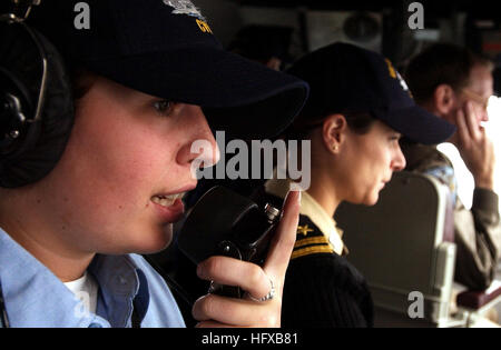 050726-N-5549O-097 Pacific Ocean (July 25, 2005) - Station to station phone talker, Seaman Ariane Ellis, left, communicates - Stock Photo