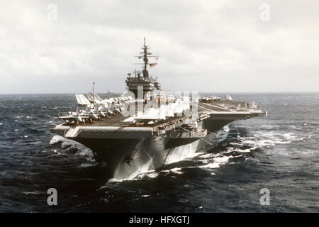 A port bow view of the aircraft carrier USS CONSTELLATION (CV-64) underway. USS Constellation (CV-64) underway bow - Stock Photo