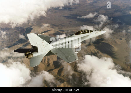 051215-N-9277A-002 China Lake, Calif. (Dec. 15, 2005) Ð An F/A-18F Super Hornet assigned to Air Test and Evaluation - Stock Photo
