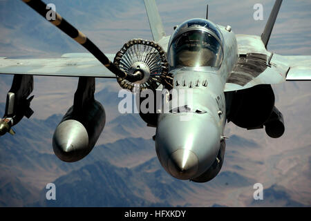 090617-F-5677R-038 AFGHANISTAN (June 17, 2009) A U.S. Navy F/A-18C strike fighter receives fuel from the aerial - Stock Photo