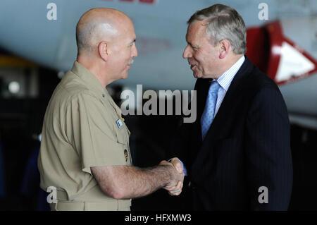090713-N-6604E-251 ATLANTIC OCEAN (July 13, 2009) NATO Secretary General Jaap De Hoop Scheffer greets Rear Adm. - Stock Photo