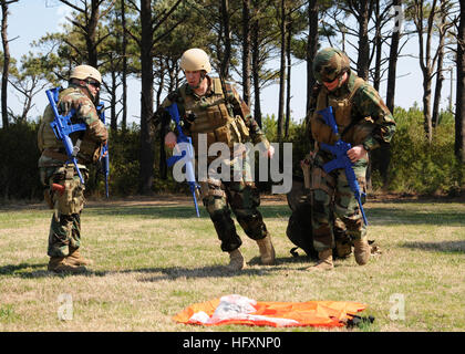 110318-N-8949D-085  VIRGINIA BEACH, Va. (March 18, 2011) Master-at-Arms 1st Class Neil McLean, right, and ElectricianÕs - Stock Photo