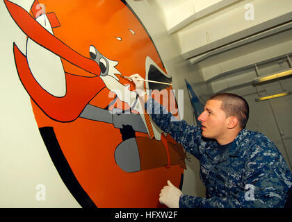 091013-N-9793B-025 NEWPORT NEWS, Va. (Oct. 13, 2009) Seaman Jonathan Robles, assigned to the deck department of - Stock Photo