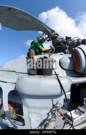 091016-N-0890S-027 CARIBBEAN SEA (Oct. 16, 2009) Aviation Structural Mechanic Airman Colton Green, from Laramie, - Stock Photo
