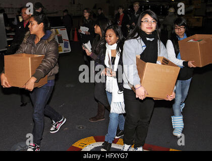 091216-N-3418M-014 YOKOSUKA, Japan (Dec. 16, 2009) American Red Cross volunteers carry boxes of holiday cards donated - Stock Photo