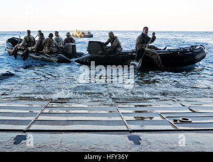 100303-N-9950J-206 SOUTH CHINA SEA (March 3, 2010) Marines assigned to the 31st Marine Expeditionary Unit (31st - Stock Photo