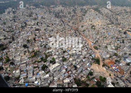 100316-N-5961C-021 PORT-AU-PRINCE, Haiti (March 16, 2010) An aerial view of Port-au-Prince, Haiti shows the proximity - Stock Photo