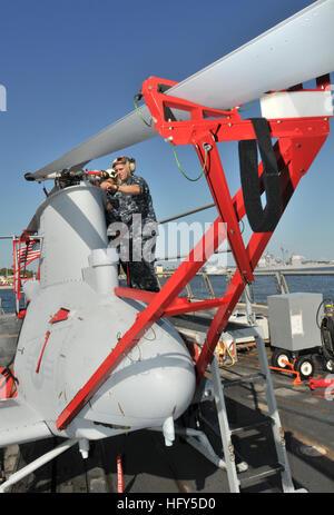 100416-N-0486G-002 MAYPORT, Fla. (April 16, 2010) Aviation Machinist's Mate 2nd Class Scott Schinke, assigned to - Stock Photo