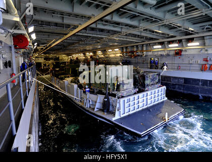 100428-N-2147L-002 ONSLOW BAY, N.C. (April 28, 2010)) Landing Craft Utility (LCU) 1661, assigned to Assault Craft - Stock Photo