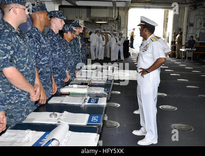 100428-N-3265K-201  PORT EVERGLADES, Fla. (April 28, 2010) Vice Adm. Mel Williams Jr., commander of U.S. 2nd Fleet, - Stock Photo