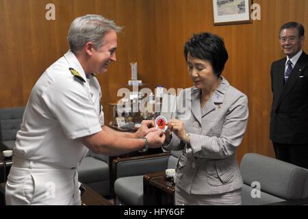 110510-N-2986M-001 YOKOHAMA, Japan (May 10, 2011) Capt. Eric Gardner, left, commanding officer of Naval Air Facility - Stock Photo