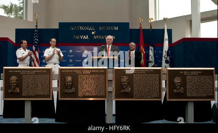 100514-N-3852A-003 PENSACOLA, Fla. (May 14, 2010) Former astronaut Neil Armstrong gives an acceptance speech after - Stock Photo