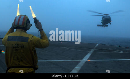 100525-N-0864H-289 PACIFIC OCEAN (May 25, 2010) Seaman Drew Iverson lands an SH-60F Sea Hawk helicopter aboard the - Stock Photo
