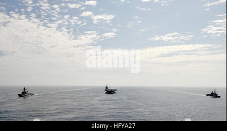 100709-N-6003P-210 U.S. 5TH FLEET AREA OF RESPONSIBILITY(July 9, 2010) The aircraft carrier USS Harry S. Truman - Stock Photo