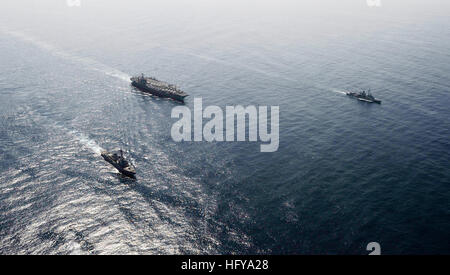 100709-N-6003P-171 U.S. 5TH FLEET AREA OF RESPONSIBILITY (July 9, 2010) The aircraft carrier USS Harry S. Truman - Stock Photo