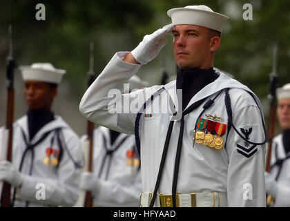 100714-N-8132M-226 WASHINGTON (July 14, 2010) Members of the U.S. Navy Ceremonial Guard takes part in the full honors - Stock Photo