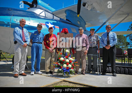 110406-N-YR391-008 JACKSONVILLE, Fla. (April 6, 2011) World War II Navy veterans and their sons pose for a photo - Stock Photo