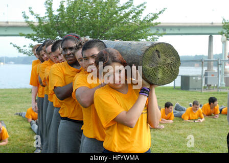 110622-N-AC575-002 ANNAPOLIS, Md. (June 22, 2011) High school students participate in log PT during the 2011 Summer - Stock Photo