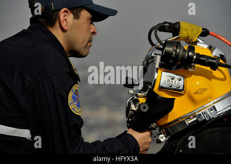 110629-N-KB666-030 VALPARAISO, Chile (June 29, 2011) Petty Officer 2nd Class Rodrigo Fuentas, right, assigned to - Stock Photo