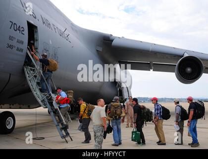 110724-N-BM186-051 SAN DIEGO (July 24, 2011) Sailors assigned to Explosive Ordnance Disposal Mobile Unit (EODMU) - Stock Photo