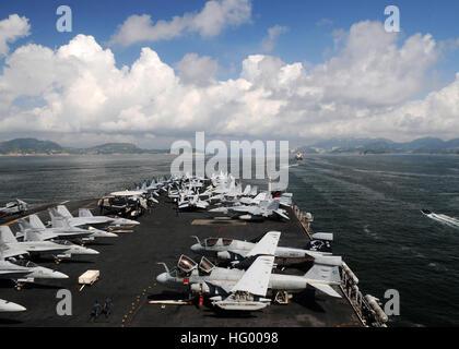 110812-N-IC111-159  SOUTH CHINA SEA (Aug. 12, 2011) The aircraft carrier USS Ronald Reagan (CVN 76) transits toward - Stock Photo