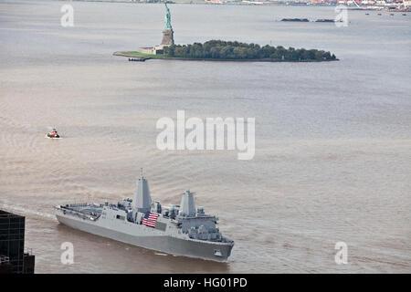 110908-M-KZ372-001 NEW YORK (Sept. 8, 2011) Crew members aboard the amphibious transport dock ship USS New York - Stock Photo