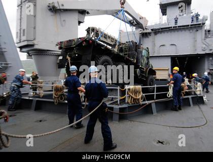111118-N-WJ771-090 WHITE BEACH NAVAL FACILITY, Okinawa (Nov. 18, 2011) Sailors assigned to the amphibious dock landing - Stock Photo