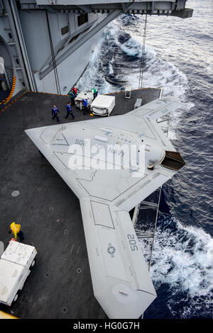 121211-N-ZZ999-102 ATLANTIC OCEAN (Dec. 11, 2012) An X-47B Unmanned Combat Air System (UCAS) demonstrator aircraft - Stock Photo