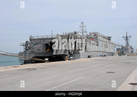 150504-N-VJ282-202 NAVAL STATION ROTA, Spain (May 4, 2015) The Military Sealift Command's joint high-speed vessel - Stock Photo