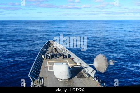 131231-N-QL471-090 ATLANTIC OCEAN (Dec. 31, 2013) The guided-missile cruiser USS Monterey (CG 61) fires its MK45 - Stock Photo
