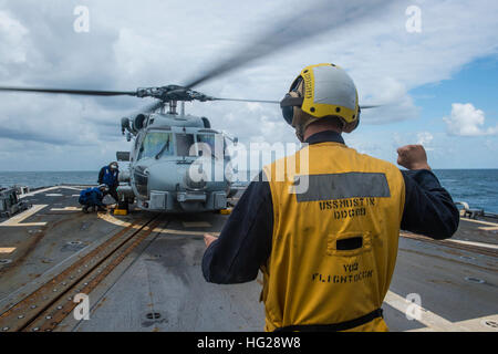 150709-N-ZZ786-102 TIMOR SEA (July 8, 2015) Sailors assigned to the Arleigh Burke-class guided-missile destroyer - Stock Photo