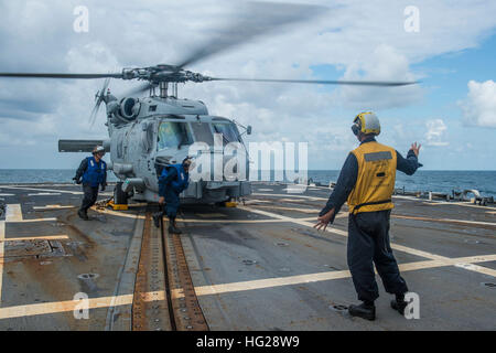 150709-N-ZZ786-111 TIMOR SEA (July 8, 2015) Sailors assigned to the Arleigh Burke-class guided-missile destroyer - Stock Photo