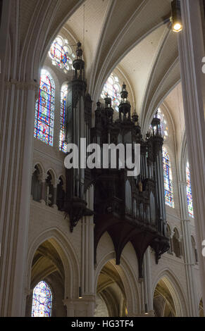 Interior chartres cathedral france stock photo royalty free image 30888779 alamy - Inter location chartres ...
