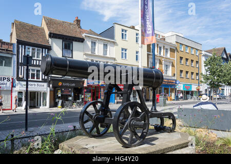Canon in Rememberance Square, Maidstone, Kent, England, United Kingdom - Stock Photo