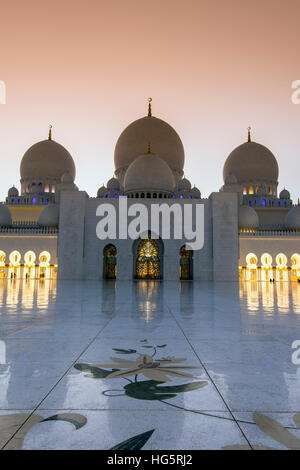 Sheikh Zayed Mosque at sunset, Abu Dhabi, United Arab Emirates - Stock Photo
