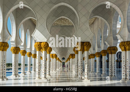 Inner courtyard of the Sheikh Zayed Mosque, Abu Dhabi, United Arab Emirates - Stock Photo