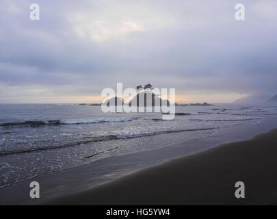 Brazil, State of Sao Paulo, Ilhabela Island, View of the Castelhanos Beach. - Stock Photo