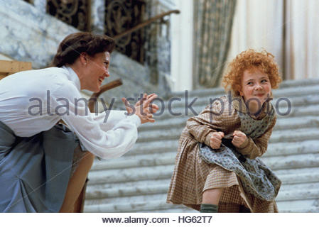 ANNIE (1982) - pictured L-R:  Ann Reinking, Aileen Quinn.  Editorial use only. - Stock Photo